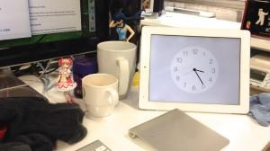 iPadの時計on机